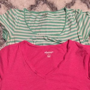Two Old navy tees size M